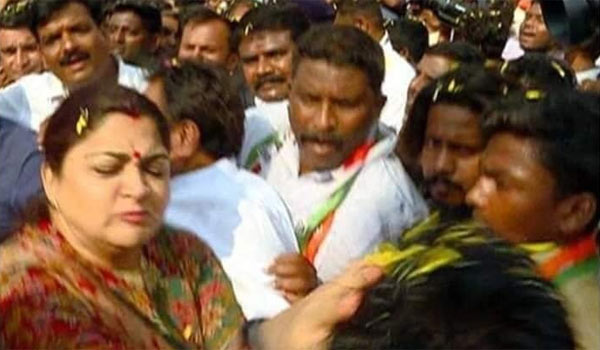Actress-Kushboo-slaps-a-man-who-misbehaive-during-election-rally