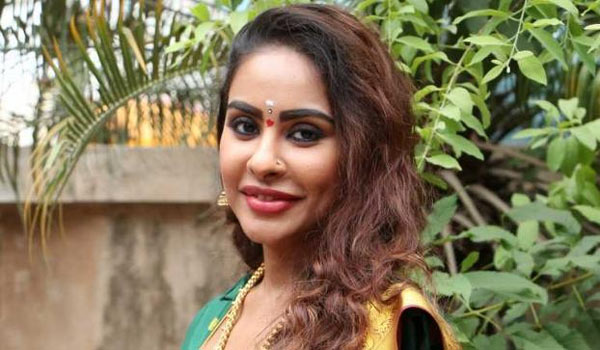 Srireddy-thanks-to-Telangana-CM