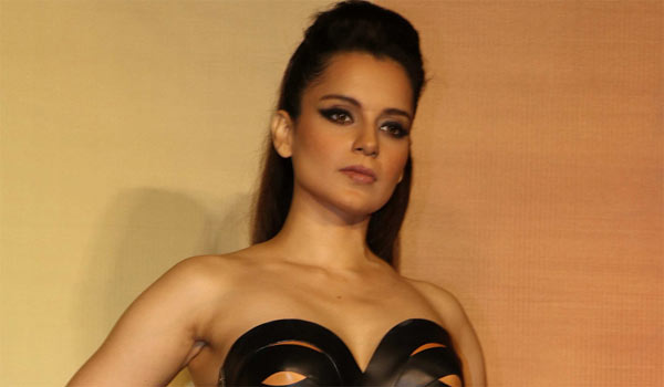 Kangana-learning-bharatanatyam-for-Jayalalitha-biopic