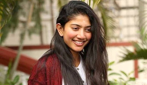 Did-Sai-pallavi-says-no-Vijay-devarakonda-film-because-of-Lip-lock