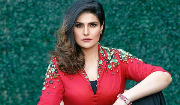 Zareen-khan-likes-to-act-with-Mahesh-babu