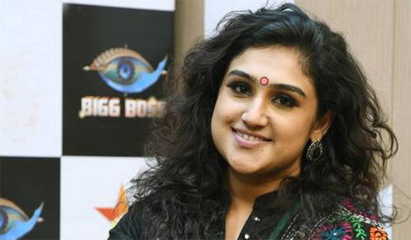 Vanitha-speaks-what-happend-biggboss-house-in-Night