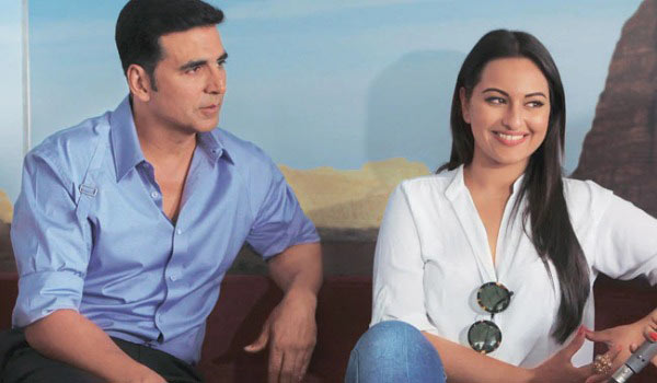 Sonakshi-Sinha-Knocks-Over-Akshay-Kumar-from-His-Chair
