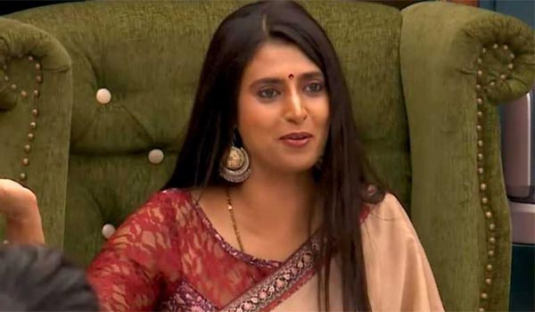 Kasthuri-keeps-silent-after-out-from--Biggboss