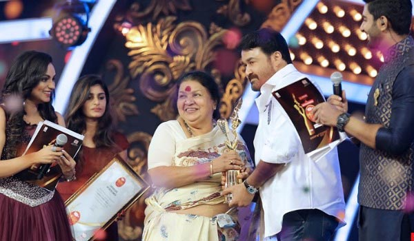 Singer-award-to-Mohanlal