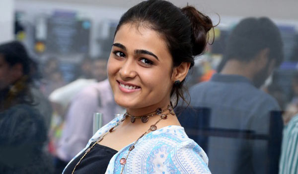 Shalini-Pandey-to-debut-in-Bollywood