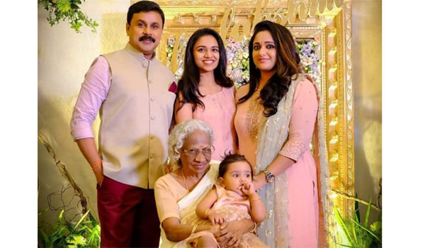Dileep-shows-his-daughter