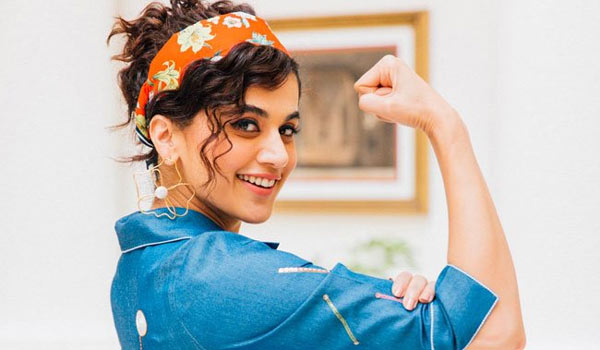 Taapsee-strong-reply-to-person-who-wants-speak-in-Hindi