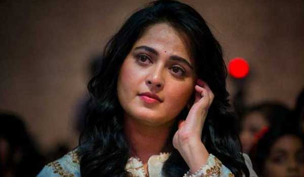 after-2-years-anushka-to-meet-media