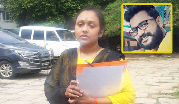 TV-Actress-Jayasri-slams-her-husband