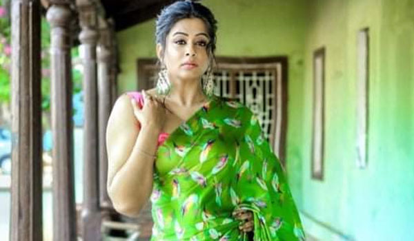 Priyamani-to-play-in-Sasikala-role