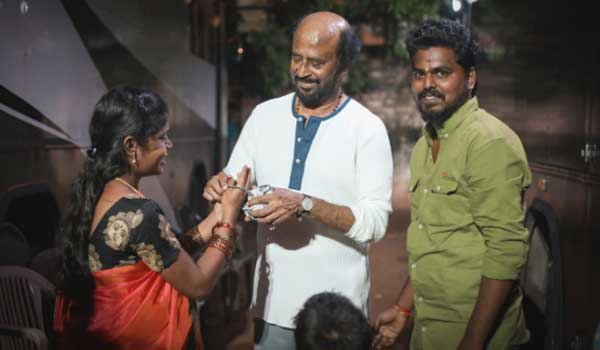 pregnant-fan-meets-rajini-on-darbar-shooting-sopt