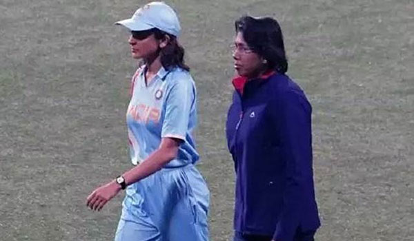 Anushka-Sharma-acting-as-cricketer-Jhulan-Goswami