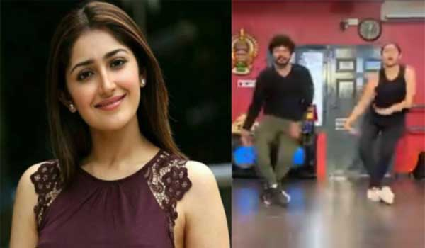 Sayyeshaa-grooves-to-Rowdy-Baby-and-sets-the-internet-on-fire