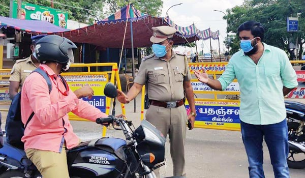 Sasikumar-work-as-volunteers-with-police