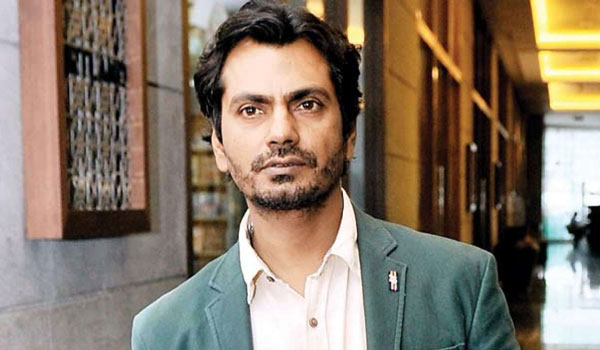 Nawazuddin-Siddiqui-home-quarantined-with-family-at-UP-home