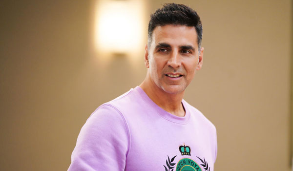 Akshay-kumar-Donates-Rs.45-lakhs-to-cinema-workers-bank-account
