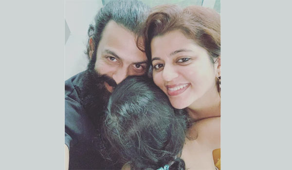 Prithviraj-joints-with-family