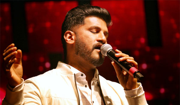 Vijay-Yesudas-happy-about-20-years-in-cinema