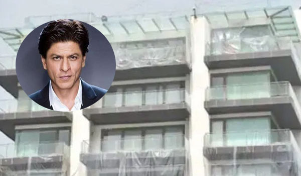 Shahrukh-khan-covered-his-house-with-plastic-cover