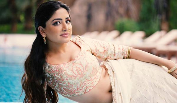 Poonam-kaur-to-be-brand-ambassdor-for-handloom-products-for-national-level