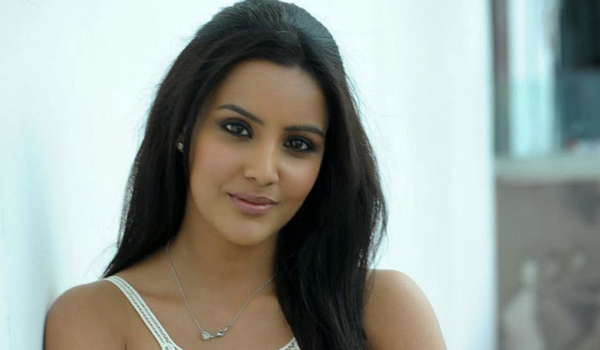 Priya-Anand-clarification-about-love-rumour