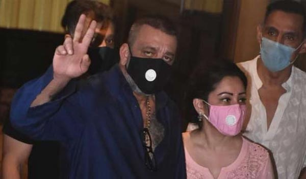Sanjay-Dutt-admitted-at-hospital