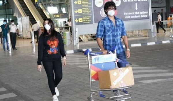 Aadhi-Nikki-spotted-at-Airport