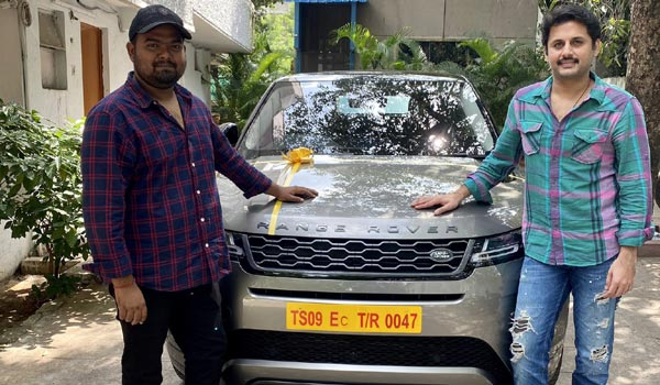 Actor-Nithin-gift-car-to-director