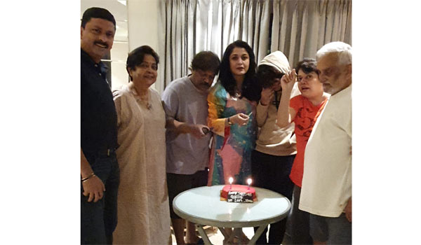 Ramya-Krishnan-celbrated-her-birthday-with-family