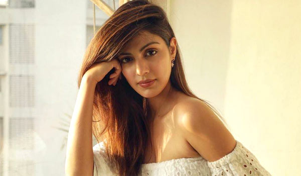 Bollywood-celbrities-supports-Rhea-chakraborty