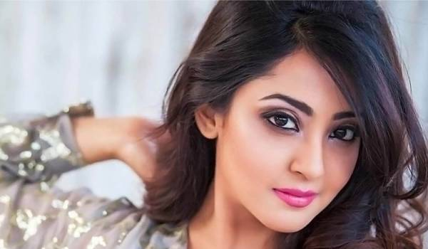 Drugs-case:-Kannada-actor-couple-Aindrita-Ray,-Diganth-appear-before-CCB-for-inquiry