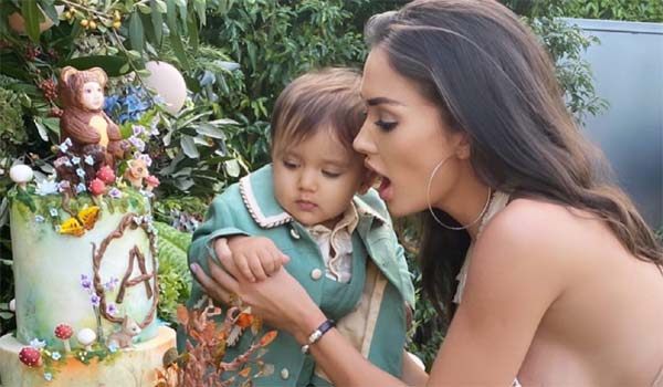 Amy-celebrated-her-sons-1st-birthday-:-Fans-trolled