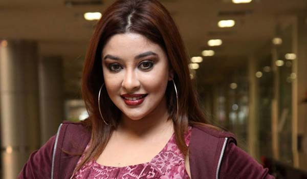 If-by-body-recovered-in-hang-it-is-not-suicide-says-Payal-ghosh