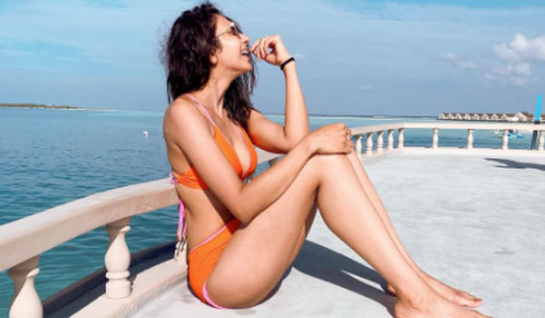Rakul-Preet-singh-bikini-photo-captured-by-her-dad