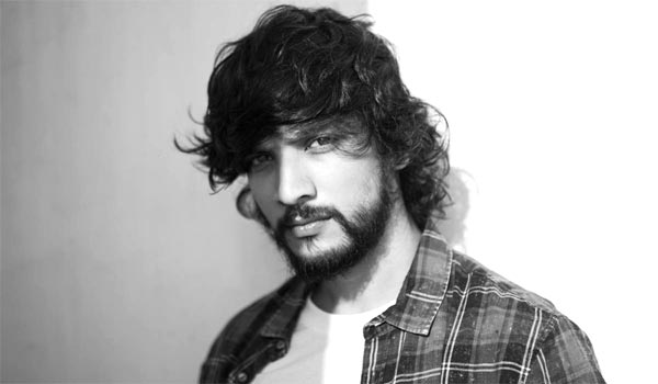 Gautham-Karthik-mobile-phone-snatched-by-two-men