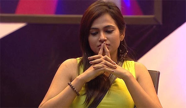 Did-Ramya-quiting-biggboss-with-cash-prize