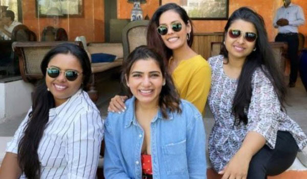 Samantha-happy-spending-time-with-chennai-friends