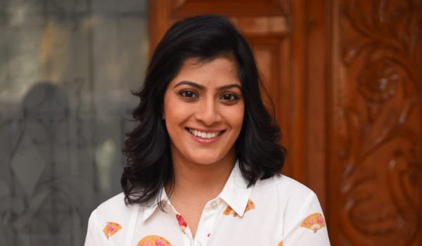 Varalakshmi-thanks-to-fans