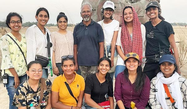 Young-costume-designers-working-in-Ponniyinselvan