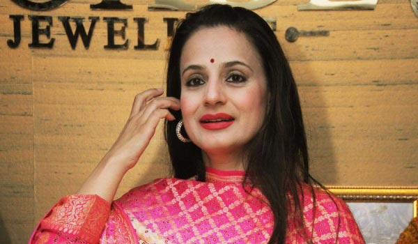 Amisha-patel-in-trouble