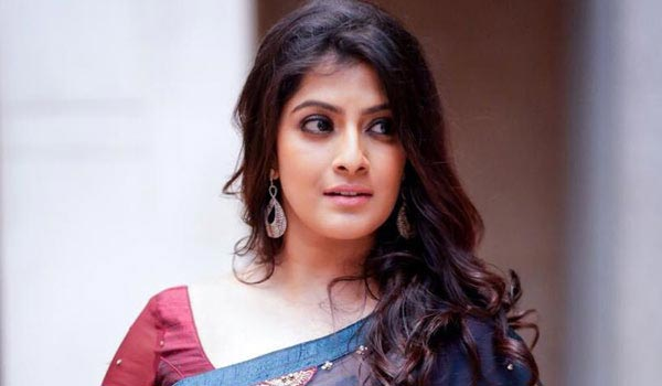 Varalaxmi-angry-over-question-about-marriage