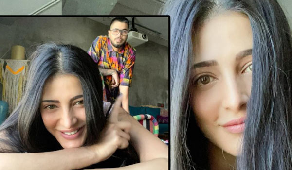 Shrutihaasan-spending-time-with-her-boyfriend-and-pet