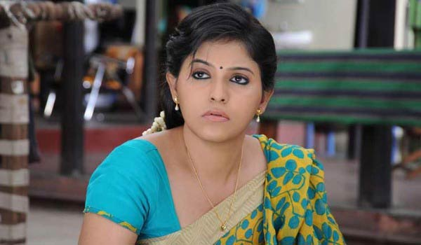 Is-Anjali-lost-movie-due-to-young-actress?