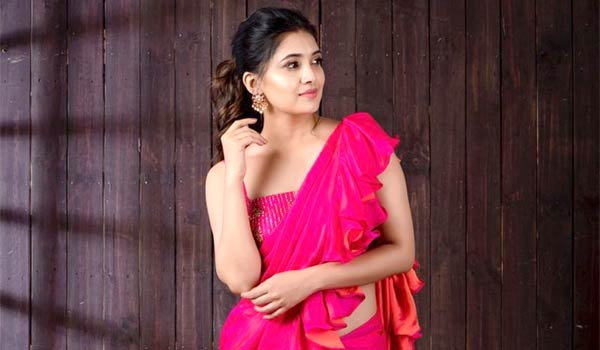 Which-one-is-important-to-get-success-in-Cinema-says-Vani-bhojan