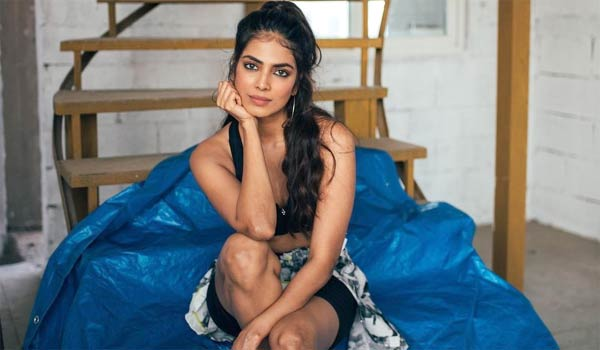 Malavika-mohanan-collecting-fund-for-tribal-children-education