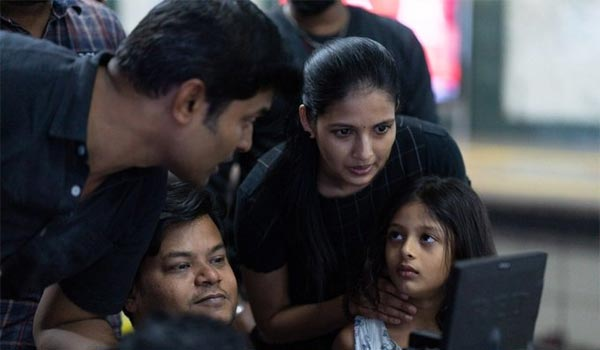 Naveen-daughter-acted-in-Agni-siragugal