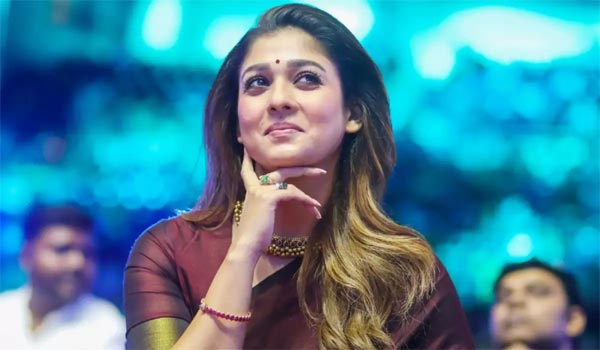 Nayanthara-to-enter-in-Bollywood-opposite-to-Shahrukh-khan