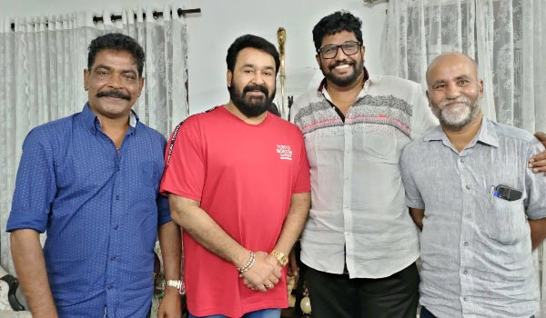 After-12-years-Mohanlal---Shaji-Kailash-joints-for-a-movie