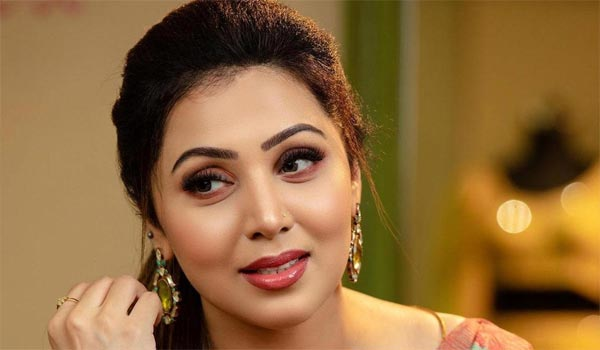 Sources-says-UK-based-business-woman-to-participate-in-Biggboss-5-tamil